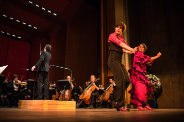 With dancers Héléna Cueto and Carlos Ruiz at the Théâtre des Champs-Elysées (2015)