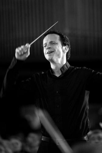 With the Orchestre symphonique et lyrique de Paris, Saint-Michel Church (2007)